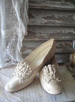 Antike Seiden Brautschuhe um 1890 aus Paris