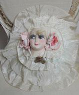RAR: Rundes Rüschenkissen Boudoir Puppe um 1920