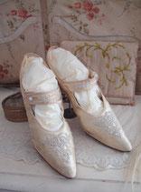 Antike Seiden Brautschuhe um 1890