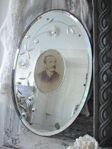 Zauberhafter alter Spiegel mit Sepia Foto um 1900