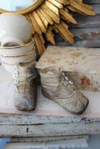 Soooo shabby: Antike Baby Knopfschuhe - Traumpatina