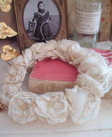 RAR: Antiker Brautkranz aus Stoffblumen Frankreich 1900