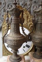 Paar antiker Uhrenbeisteller aus Frankreich