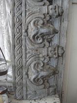 Traumhaftes altes graues Fensterfries aus Frankreich