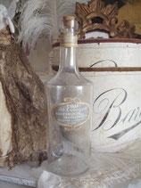 Dekorative Parfumflasche mit altem Etikett aus Frankreich