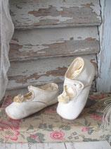Sooo shabby: Zauberhafte alte Baby Schühchen