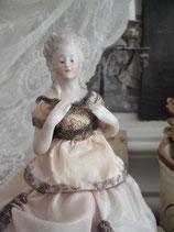 Antike Teepuppe Biskuitporzellan aus Frankreich