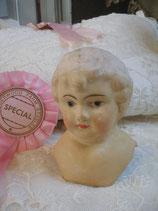 Dekorativer alter Pappmaschee Puppenkopf
