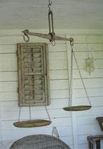 Dekorative alte Balkenwaage aus Frankreich
