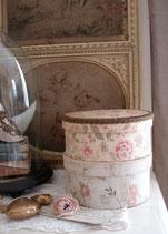Zauberhafte alte runde Stoffschachtel Frankreich