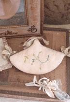 Zauberhaftes kleines Seiden Täschchen/Hülle aus Frankreich