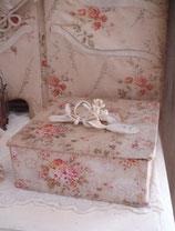 Süße alte florale Stoffschachtel Frankreich