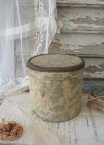 RAR: Schöne alte runde Stoffschachtel Frankreich