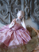 RAR: Antike Teepuppe - Halbpuppe auf Taschentuchbehälter