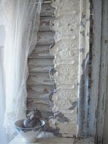 Shabby altes Fensterfries Frankreich