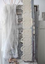 Shabby altes graues Fensterfries Frankreich