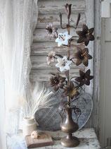 Antiker Altarbeisteller mit Opalinblüten aus Frankreich