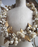 Sehr großer antiker Brautkranz aus Stoffblüten Frankreich