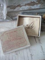 Dekorative Schachtel mit Wäschebuchstaben A + D aus Frankreich