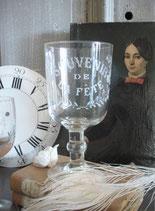 Antikes großes Kristall Weinglas mit Gravure Frankreich