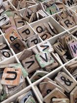 Scrabblebuchstaben von A - Z  aus Holz, 6 x 6 cm, bunt gemischt