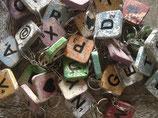 Scrabblebuchstaben Schlüsselanhänger von A - Z  und Symbole