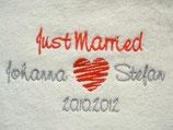 """Handtuch bestickt zur Hochzeit mit """"Just married"""" und den Namen des Brautpaares bzw. des Hochzeitsdatums"""