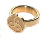 BDSM Ring Peitschenrad Triskele gold