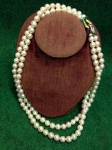 collana di perle e oro.