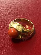 Anello in oro 18 Kt con corallo rosso