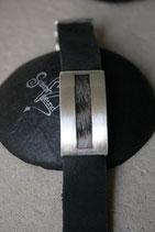 Armband Pulsa mit geradeliniger Ausspahrung