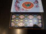 Portemonnee met blauw geel rood roze motief