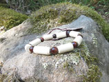 Bracelet noisetier tourné au tour à bois et perles oeil de taureau diamètre 6 mm