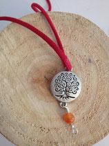 Collier arbre au branches spirales et racines avec cornaline, cordon coton rouge et fermoir clip