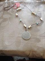 Pendentif fleur de vie, perles bois de hêtre, perles d'amazonite, cordon coton.