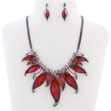 4. Modeschmuck Set: Collier + Ohrstecker rot