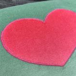 KuschelKissen ~ NICKY ~ grün mit Herz-Applikation in pink