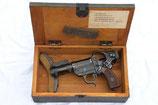 Sturmpistole mit Anschlagschaft, Visier und Leuchtpistole