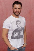 Photo Op with Gil McKinney