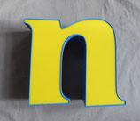 Vintage Leuchtbuchstabe n in gelb/blau