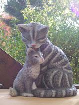 Katzenmama Alicia mit Jungem