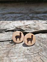 Ohrringe aus Holz mit Alpakamotiv