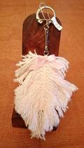 Porte clé plume rose. Fait main 9 cm
