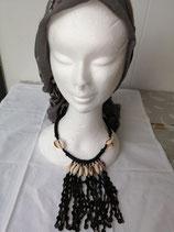 Collier perles noires, différentes matières et coquillages naturels
