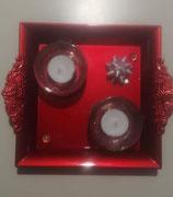 Décoration de table de Noël avec 2 bougies.