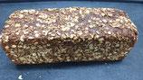 Vollkornbrot mit Sonnenblumenkerne. 100% Roggenvollkorn mit Sonnenblumenkerne, 1500 g