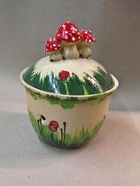 """kleiner Zwiebeltopf  oder Knoblauchtopf """"Inge"""" in Wiese mit Pilze"""