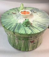 XL Brottopf rund und groß Brotdose aus Keramik im Design Wiese mit Fröschen