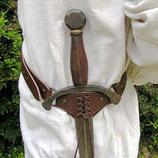 Schwertgehänge aus Leder mit Schnürung