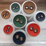 Knopf geöste Löcher Kunststoff klein und groß